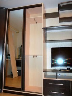 Шкаф-купе в комплекте гостиной